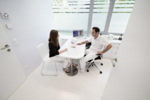 Dienstleistung | Praxisplanung und Praxiseinrichtung Beratungsgespräch