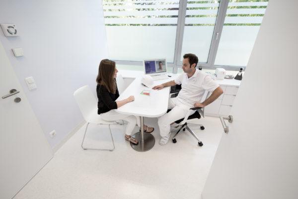 Dienstleistung   Praxisplanung und Praxiseinrichtung Beratungsgespräch